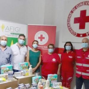 L'Associazione Amici Fiamme Gialle di Messina e la Farmacia Brancato donano alla CRI alimenti e articoli l'igiene per i bambini delle famiglie disagiate di Messina