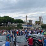 Raffineria di Milazzo, tensione tra i lavoratori dell'indotto. L'assemblea di oggi ha deciso di continuare mobilitazione e sciopero.